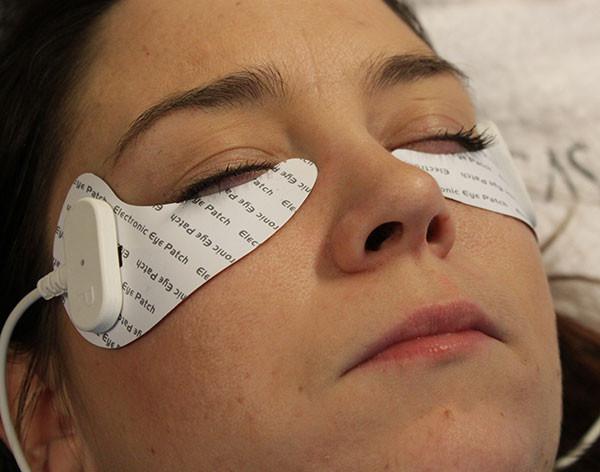 Unique Eyes-silmänympärysalueen hoitomenetelmä